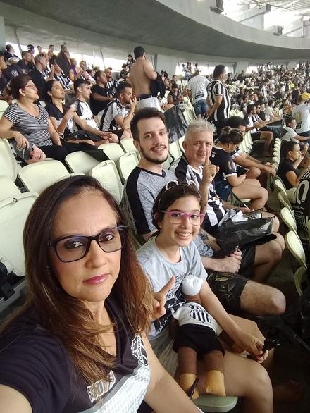 Família que TORCE UNIDA permanece UNIDA....
