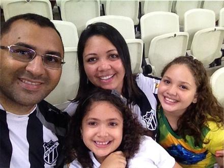 Paixão preto e branco em família.