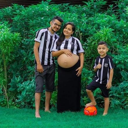 Léo e Karla com os filhos kaleo e o bebê Arthur