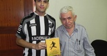 [27-01] Twitter: torcedor premiado visita o clube - 1