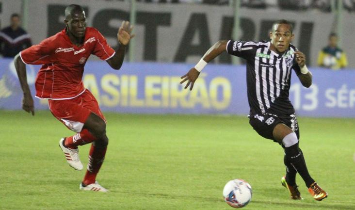 O atacante Raphael Macena foi o autor do primeiro gol do Ceará na partida