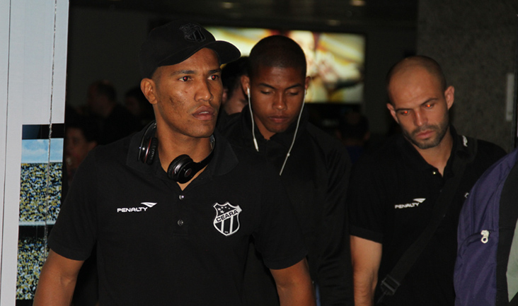 João Marcos, Renan Luís e Anderson Marques durante o desembarque