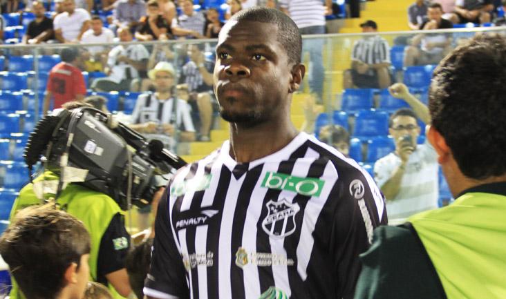Nos últimos jogos, Diego Ivo vem se firmando como titular da zaga alvinegra