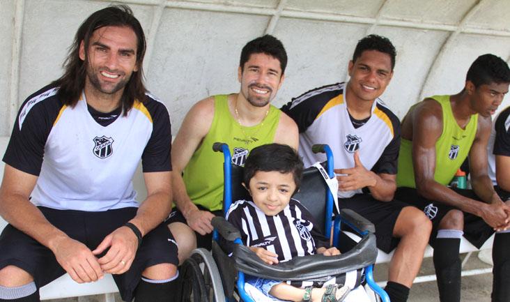 O portador de Osteogênesis Imperfecta pediu para Léo Gamalho e Ricardinho marcarem gols contra o Joinville