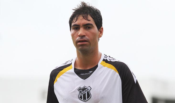 O jogador de 23 anos chegou à Porangabuçu na última terça-feira