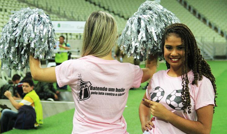 Diante do Icasa, Vovozetes entraram em campo com camisas sobre a campanha internacional