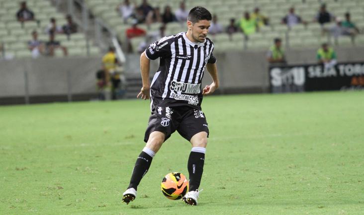 Além de marcar um golaço, Ricardinho deu o passe para o gol de Régis