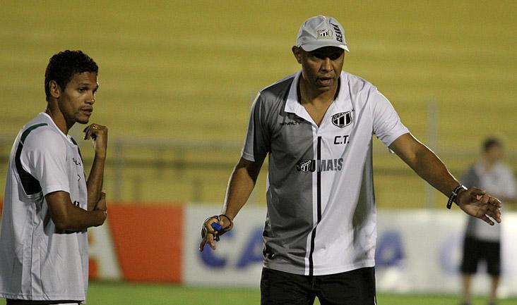 Os trabalhos aconteceram sob o comando do técnico interino Anderson Silva