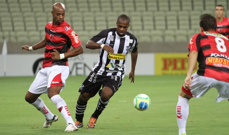 Com um gol marcado pelo atacante Tadeu, os cearenses venceram o Oeste por 1 x 0