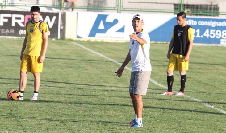 O técnico do Vovô fez inúmeras correções em relação ao posicionamento do time