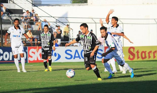 Autor do primeiro gol no jogo, Lulinha teve boa atuação na partida. (Foto: Ailton Cruz/ Gazeta de Alagoas)