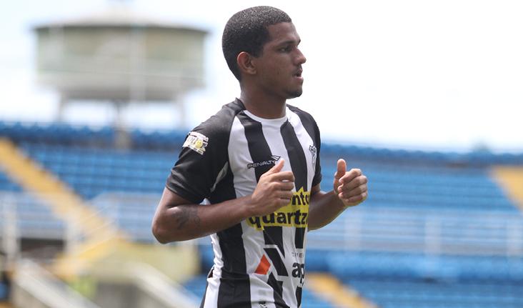 Caio César marcou na vitória do Ceará sobre o CRB por 1 x 0.