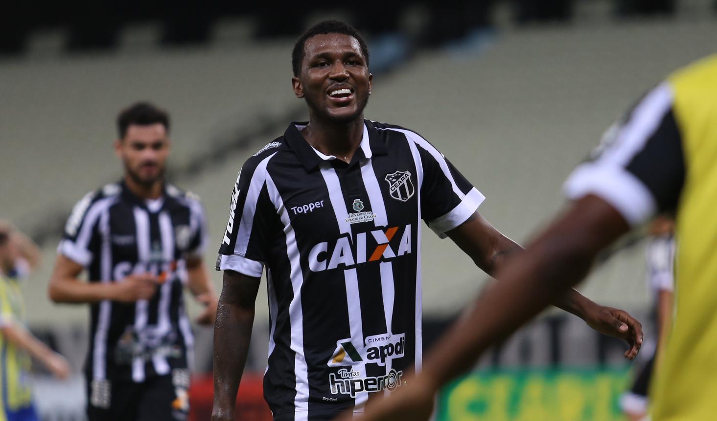 Na Arena Castelão, Douglas Coutinho marcou o gol de empate para o Ceará.