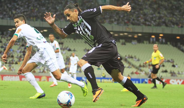 O lateral-esquerdo Vicente foi um dos que mais finalizou, mas não obteve sucesso