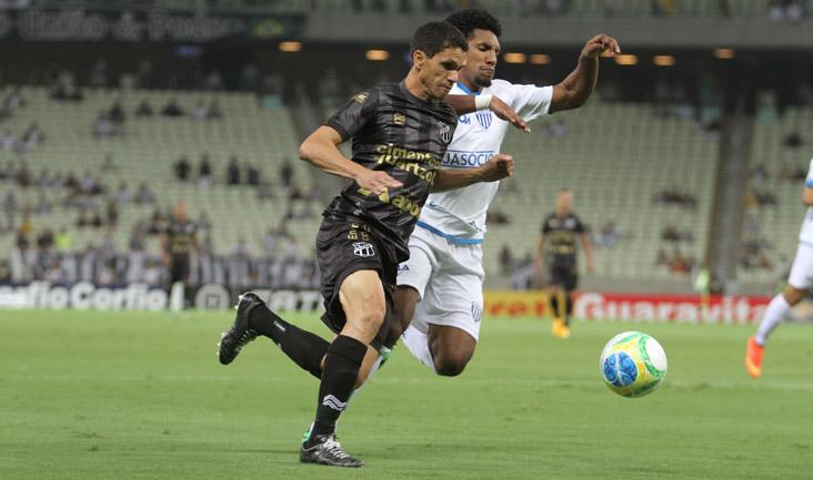 O atacante Magno Alves deixou sua marca em duas oportunidades nesta noite