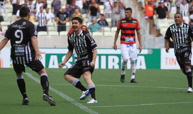 O meio-campista Ricardinho marcou o gol que abriu o placar do clássico nordestino