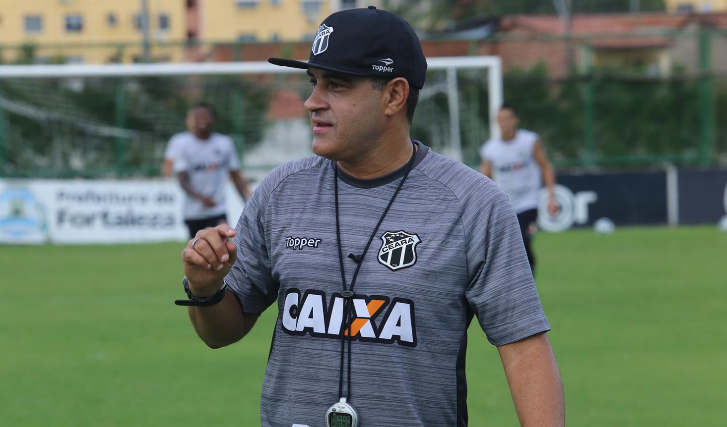 """Marcelo Chamusca: """"A gente quer transformar essas dificuldades em motivação e, respeitando o adversário, buscar um resultado positivo""""."""