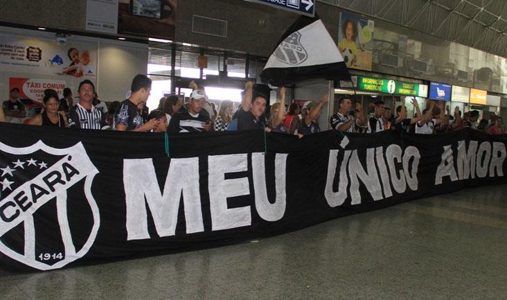 O Aeroporto Internacional Pinto Martins ficou alvinegro neste início de tarde