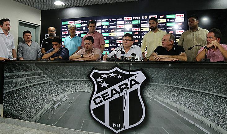 Em coletiva, Robinson de Castro anunciou a contratação de alguns reforços para a temporada 2016
