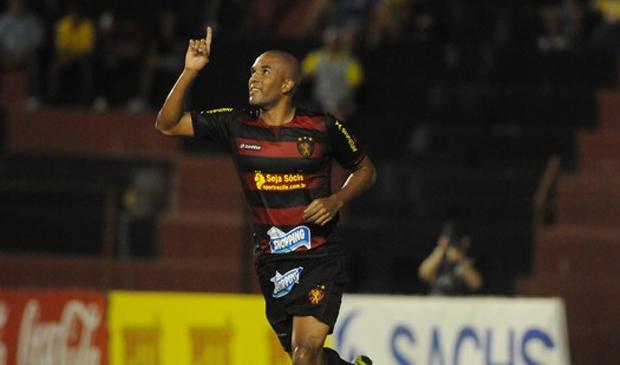 Zagueiro Gabriel comemora gol pela equipe do Sport