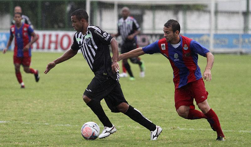 Rogerinho teve boa atuação na etapa inicial e sofreu uma penalidade