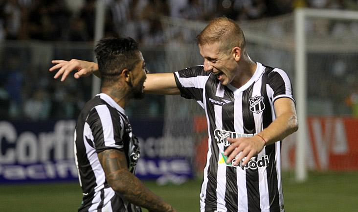 Marinho e Uillian Correia estavam em uma noite feliz e marcaram dois belos gols para o Ceará