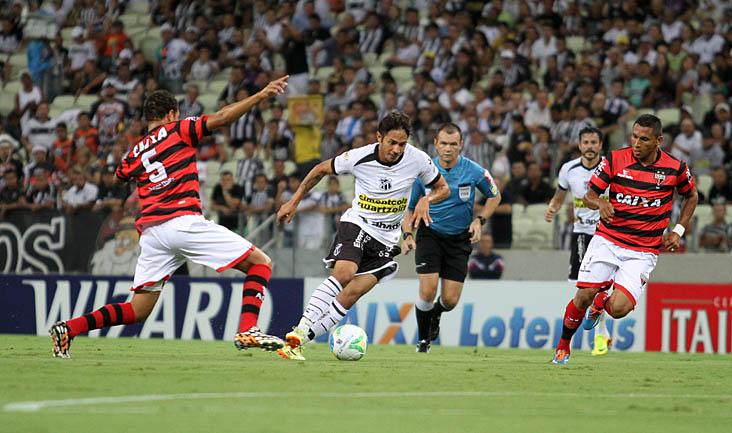 Um dos destaques da equipe diante do Atlético/GO foi o atacante Assisinho, que se movimentou muito