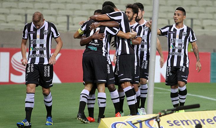 O primeiro gol alvinegro saiu aos 16 minutos do 1º tempo e o grupo comemorou muito