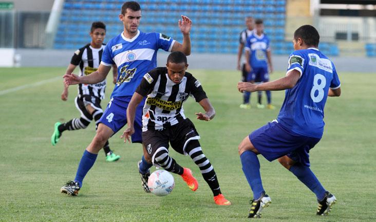 Além de Robinho, o técnico Juninho contou com Anderson, Everton, Leandro Brasília e Gil do time profissional