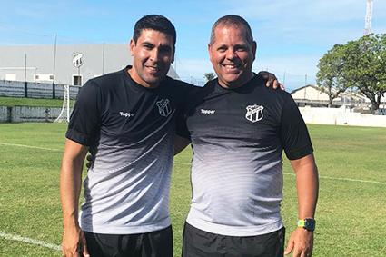 Na Cidade Vozão, Erivelton (e) ao lado de Leonardo Vitorino, coordenador técnico das categorias de base do Vovô.
