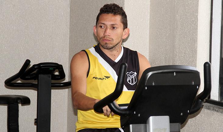 Eusébio realiza um tipo de treino específico de fortalecimento da musculatura