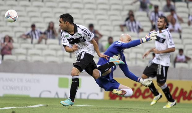 Gol marcado por Lulinha na etapa final do Clássico-rei
