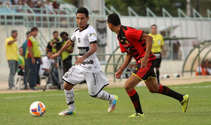 O lateral-direito Tiago Cametá participou muito das jogadas de ataque do Vovô