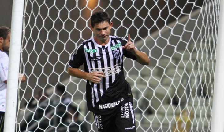 Mota comemora o seu segundo gol marcado diante do Guarani de Juazeiro