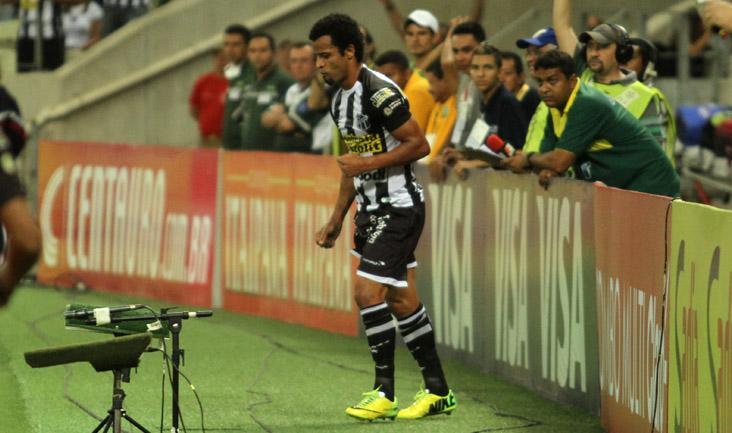 No decorrer do jogo, Hélder Santos ainda participou de bons lances no ataque