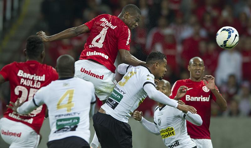 Em um jogo de muito contato físico, o Vozão conseguiu superar a equipe gaúcha em Porto Alegre/RS