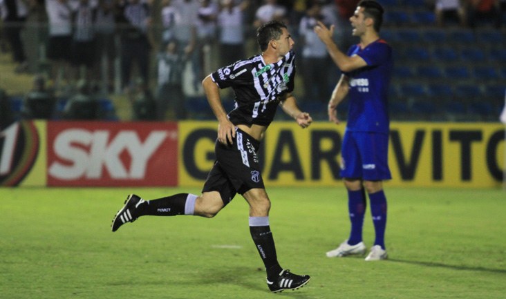 Na goleada por 4 x 2 contra os paulistas, Mota marcou o segundo gol e comemorou muito