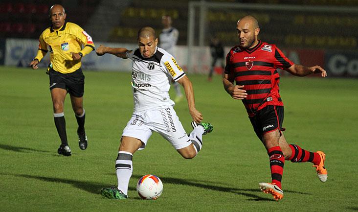 O lateral-esquerdo Fernandinho apareceu em alguns bons lances, mas o Ceara perdeu