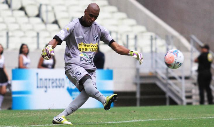 O goleiro Jaílson foi seguro em campo e ajudou a equipe a conseguir a vitória