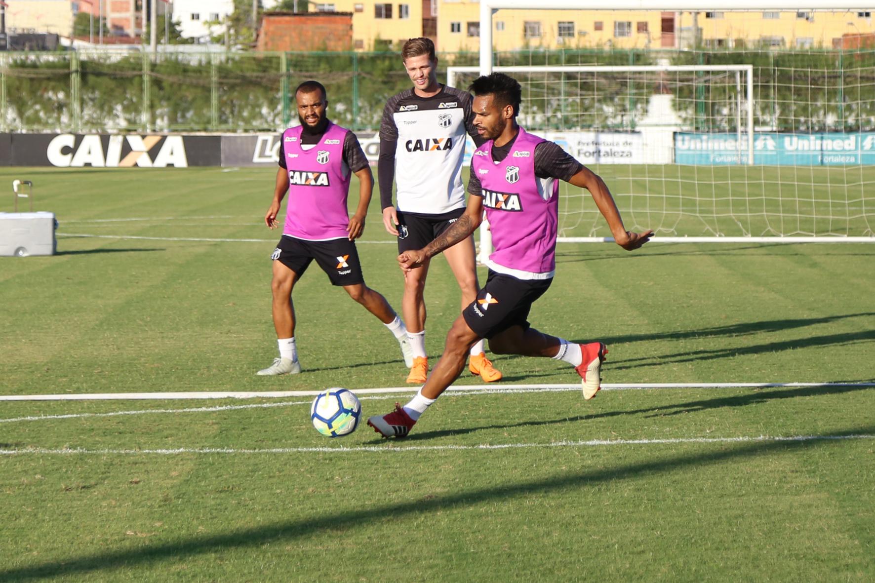 bda6b3deb7 Grupo se reapresenta em Porangabuçu e inicia preparação para jogo ...