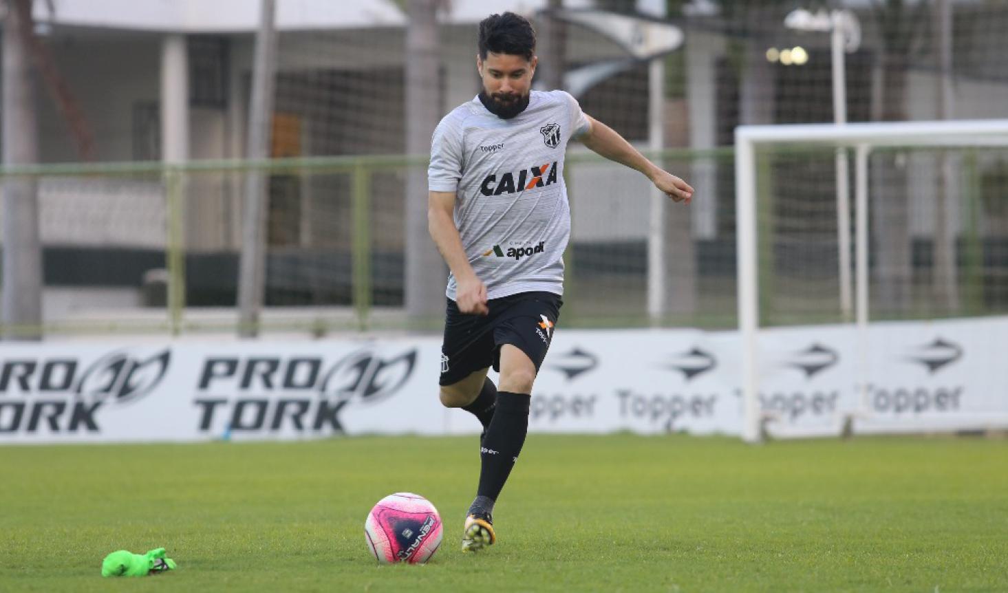 Ricardinho já disputou 13 clássicos pelo Ceará. Foram 7 vitórias, 4 empates e 2 derrotas para o rival.