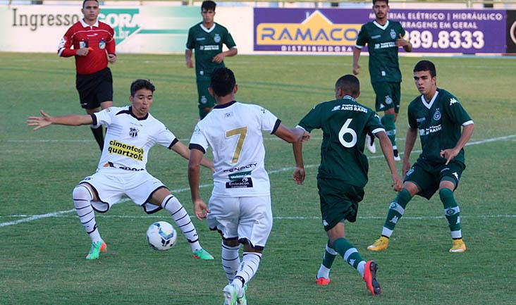 O Alvinegro não aproveitou bem as chances de gols e foi derrotado pelo Goiás