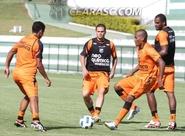 Ceará treina no CT do Goiás
