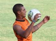 Volante Bruno faz avaliação da estreia com a camisa alvinegra