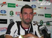 Já regularizado, Thiago Matias treina e é apresentado à imprensa