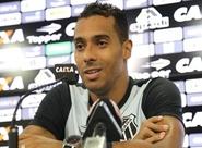 Ceará realiza primeiro treino coletivo no Vovozão antes de partida contra o Londrina