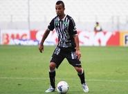 Lateral-esquerdo Hélder Santos não vai enfrentar a Chapecoense