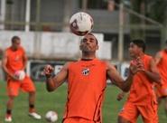 Lula Pereira relaciona 19 jogadores para duelo contra o Crateús