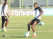 Fabinho se destaca entre atletas do Ceará com números efetivos em passes