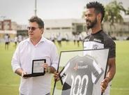 Em Porangabuçu, Valdo recebe homenagem pelos 100 jogos com a camisa do Ceará